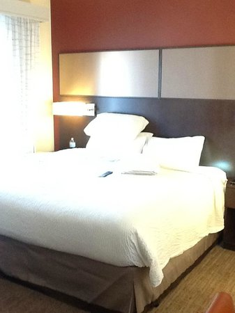Residence Inn Ottawa Airport: Comfortable bed