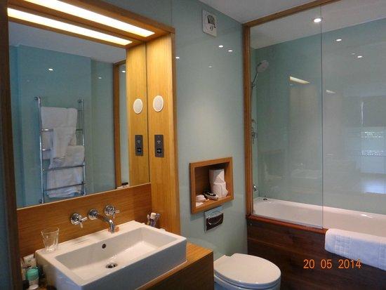 Hotel Megaro: Banheiro muito bem montado