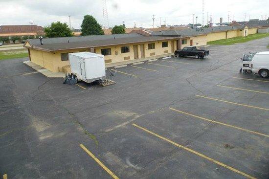 Econo Lodge : 2 separate buildings
