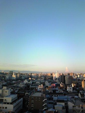 Hotel Chuo Oasis Osaka: 上の方の階の窓から撮った朝の景色。
