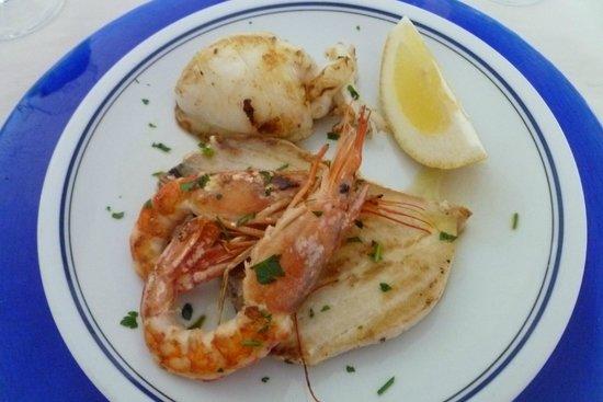 Hotel Mare: Excellent plat de poisson et calmars grillés ( servi au dîner) !