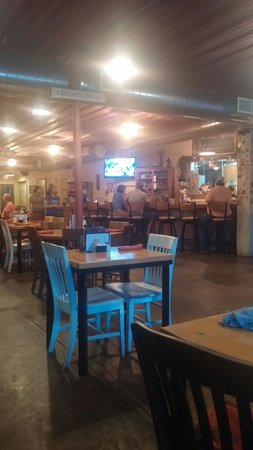 Pecan Street Brewing : Oh look a few people at the bar