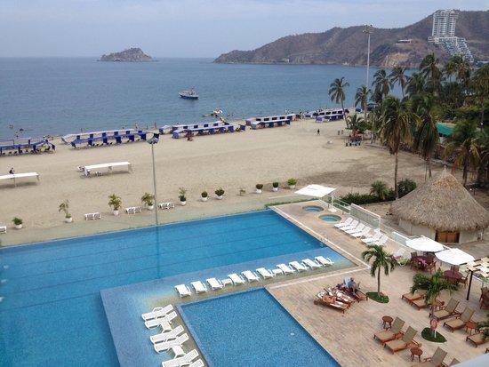 Hotel Tamaca Beach Resort: Piscina, terraza, playa