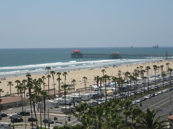 The Waterfront Beach Resort, A Hilton Hotel : View to the HB pier