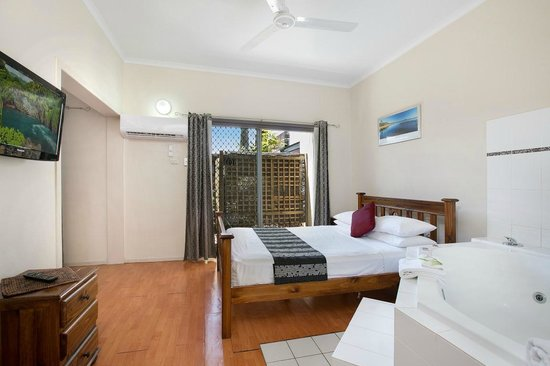 Cairns City Sheridan Spa Suite 2