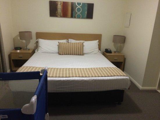 Best Western Northbridge Apartments: Bedroom that very comfortable.