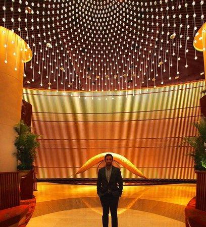 The Peninsula Tokyo : lobby