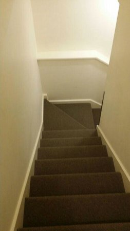 Best Western Northbridge Apartments : Staircase in the townhouse