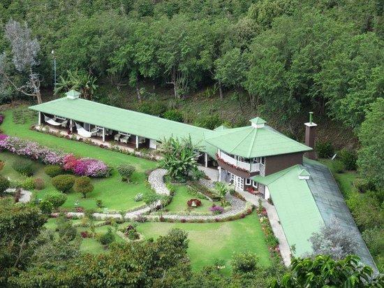 Finca Lerida: Vista del Hotel desde uno de los senderos