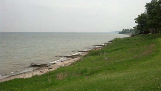 Geneva State Park: View of Lake Erie from the township park