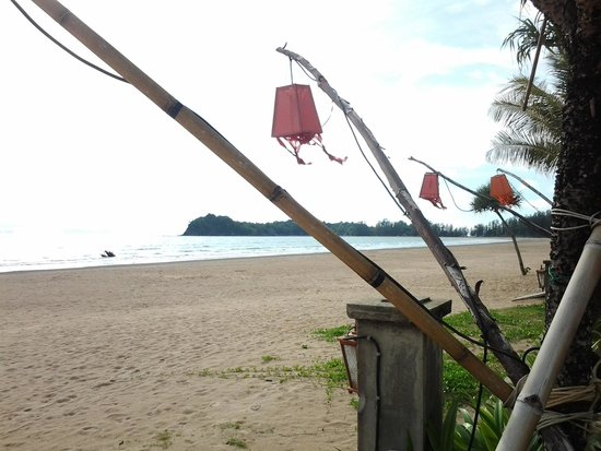 Golden Bay Cottages: Beach in low season