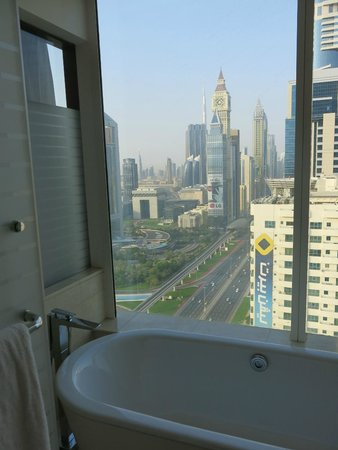 Nassima Royal Hotel: Bathroom with a view