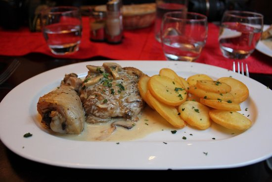 Martha's Cafe: Chicken and mushrooms with perfect medallion potatoes