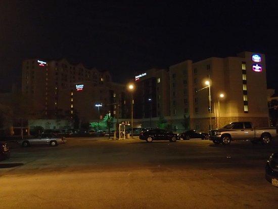 SpringHill Suites San Antonio Downtown/Alamo Plaza: At night