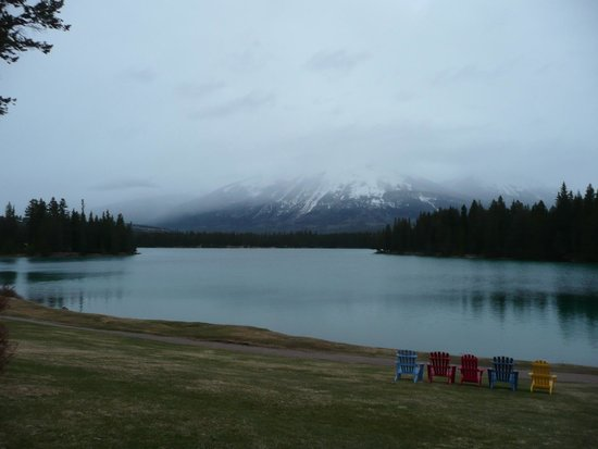 Fairmont Jasper Park Lodge: View of lake