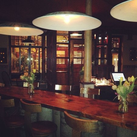 The Grange: Everything is amazing here! Ambiance, inventive cocktails, delicious vegan dishes never dissapoi