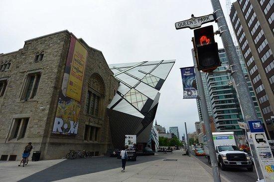 Royal Ontario Museum (ROM): ROM入口