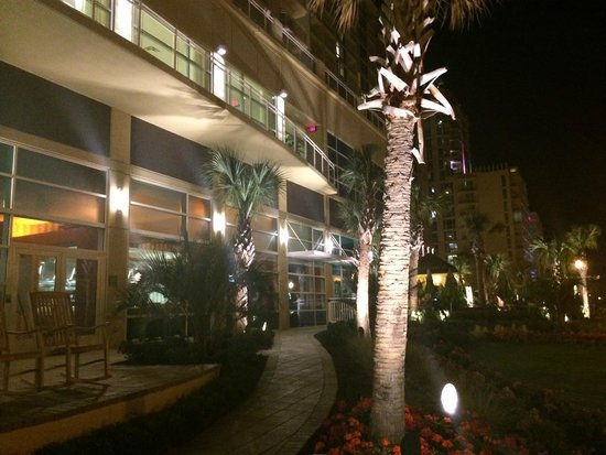 Hilton Garden Inn Virginia Beach Oceanfront: Back of Hotel