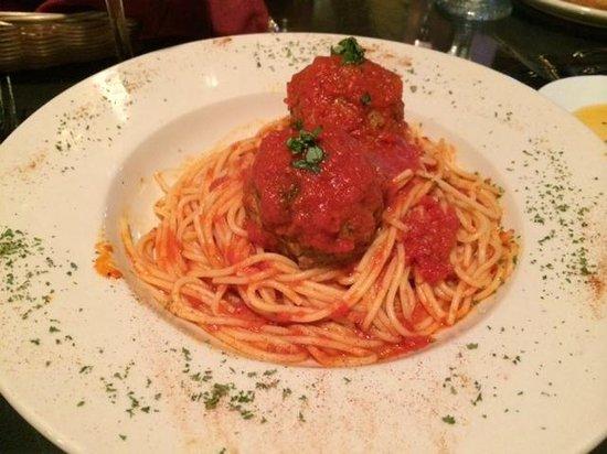 La Fontana Waterfront Grill & Pizzeria: spaghetti and meatballs--enjoyable