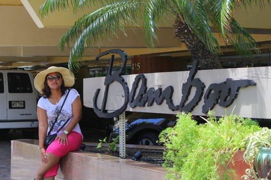 Aqua Bamboo Waikiki: Outside Bamboo ..