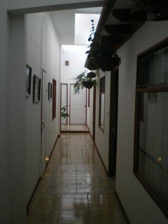 Hotel Casa Tago : Pasillo, al fondo el patio.