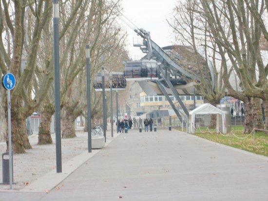 Deutsches Eck (German Corner) : weg zur Seilbahn die hinauf bringt nach Ehrenbreitstein