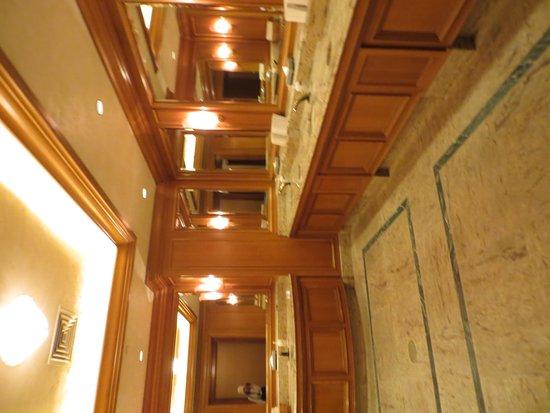 Snowbasin Resort: wash room is clean
