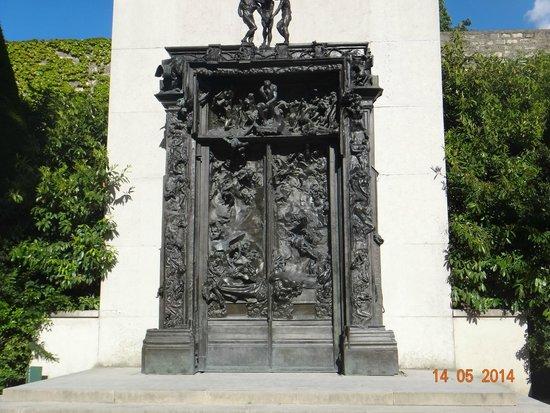 Musée Rodin : Portões do Inferno - no jardim próximo à entrada