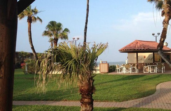 Isla Grand Beach Resort: gardens
