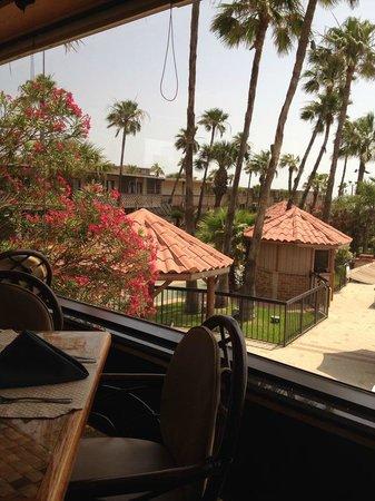 Isla Grand Beach Resort: Outside the restaurant/view