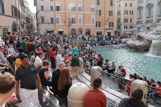 Trevi-Brunnen (Fontana di Trevi): Fontana Di Trevi