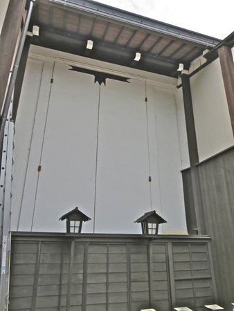 Takayama Festival Floats Exhibition Hall: Float garage on the street of the town-goes with earlier description