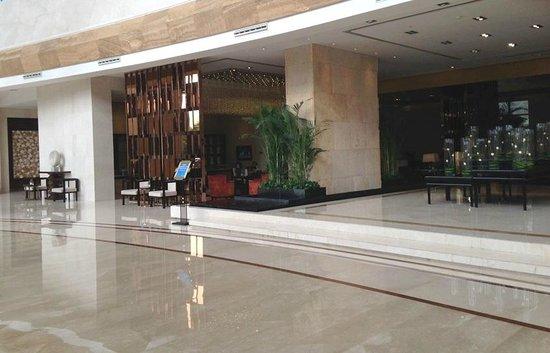 Radisson Blu Plaza Chongqing: Lobby area