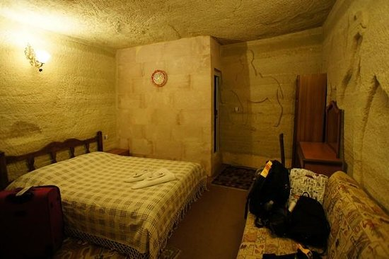 Ufuk Pension : Spacious triple cave room