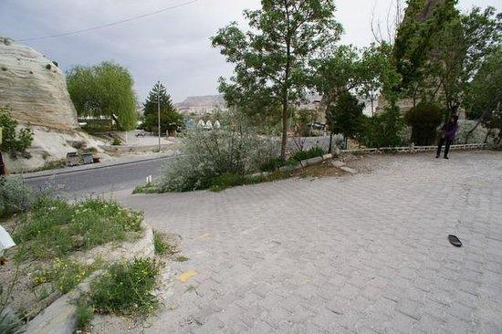Ufuk Pension : Steep-ish driveway up to Ufuk