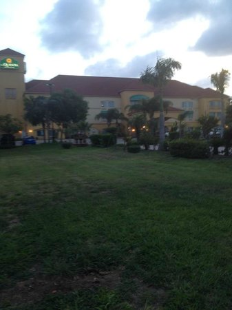 La Quinta Inn & Suites Brownsville North: The front of the hotel