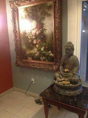 La Quinta Inn & Suites Brownsville North : Elegant paintings--loved the Buda