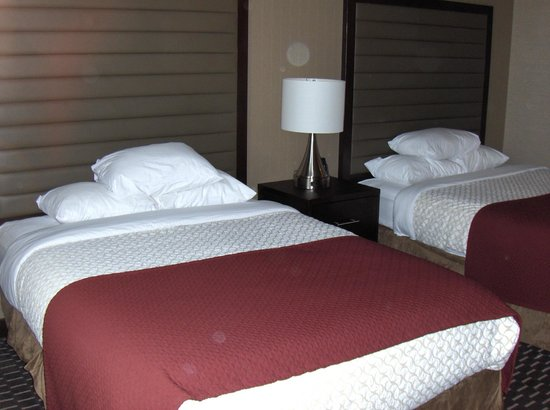 Embassy Suites by Hilton St. Louis - Downtown: Bedroom