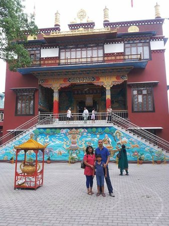 Dehradun District, India: Buddhist Shakya School is located adjacent to the Temple!