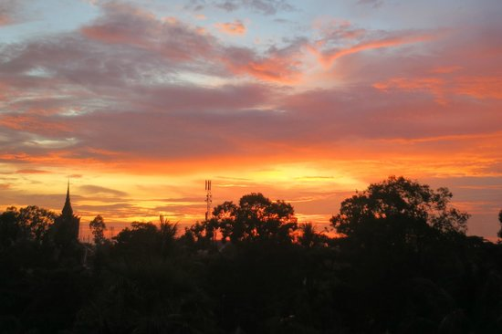 Soria Moria Boutique Hotel : View of sunset from rooftop bar