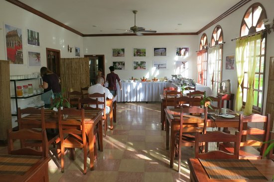 Soria Moria Boutique Hotel: Breakfast buffet in dining room