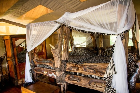 Royal Mara Safari Lodge: Hand Carved Beds