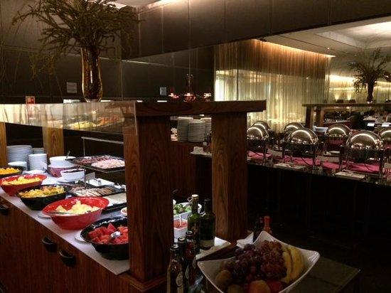 Sheraton Lisboa Hotel & Spa : Quality breakfast spread in the Lobby level.