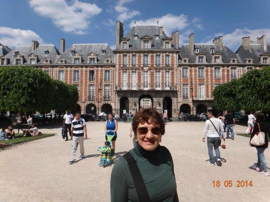 Place des Vosges: Ao fundo, o pavilhão da rainha