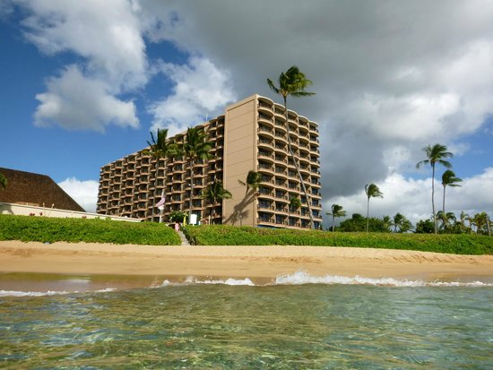 Royal Lahaina Resort : View of the hotel from the water