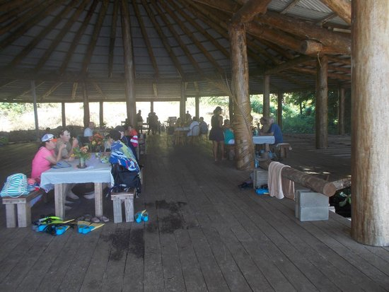 Paradise Beach: Wonderful hospitality and  all day shelter