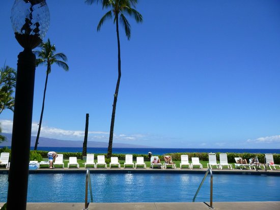 Royal Lahaina Resort : pool from the restuarant