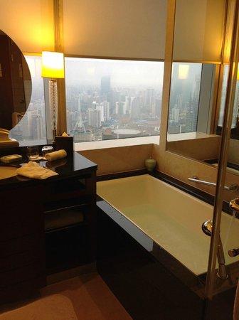 JW Marriott Hotel Shanghai at Tomorrow Square : バスタブからの眺め最高!