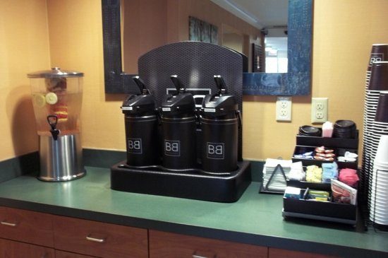 Fairfield Inn Ontario: Free coffee in the morning, fruit-infused water in the afternoon.