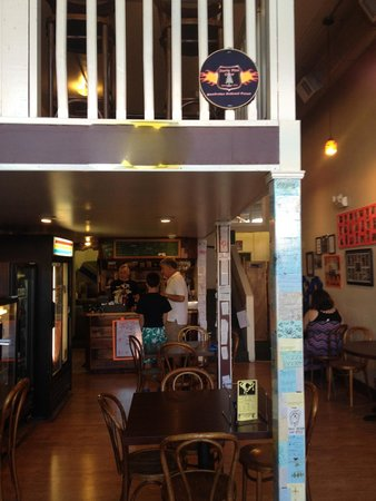 Cheese's Main Street Pizza: Cheese's Pizza, Interior
